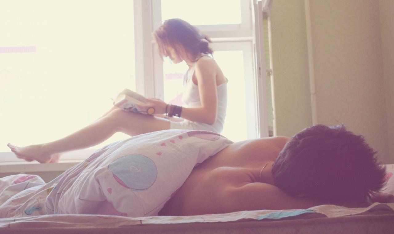 Девушка дома спит #8