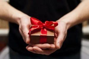 Что подарить тому у кого все есть